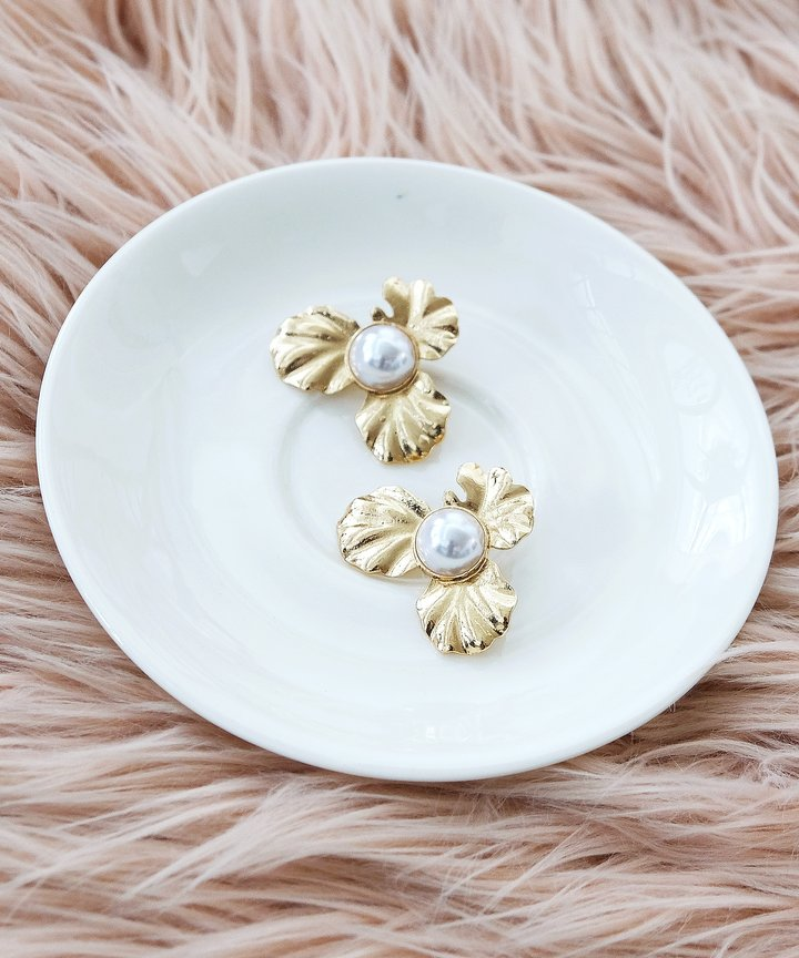 Danse Floral Pearl Earrings - Gold
