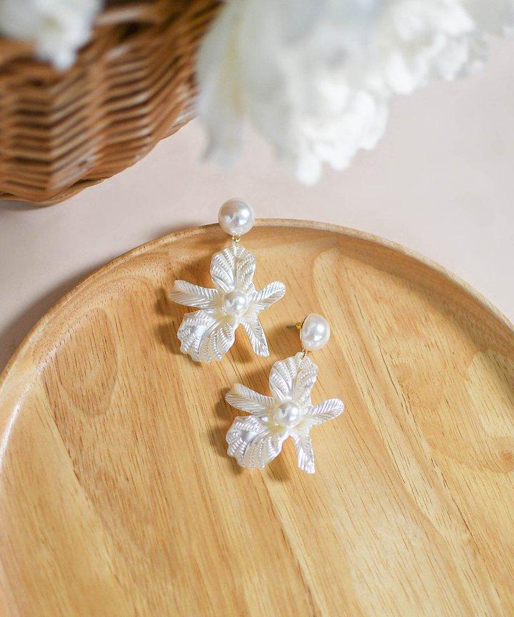 Jodi Floral Pearl Earrings