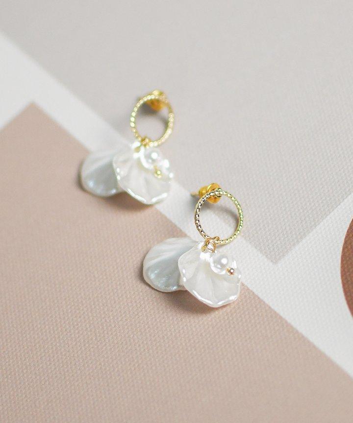 Prue Petal Earrings