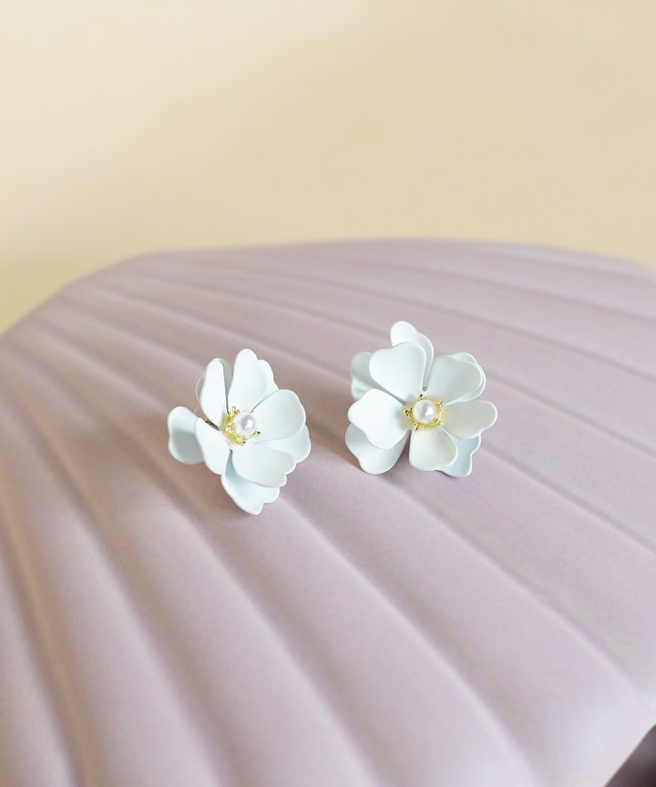 Te Amo Daisy Earrings (Restock)