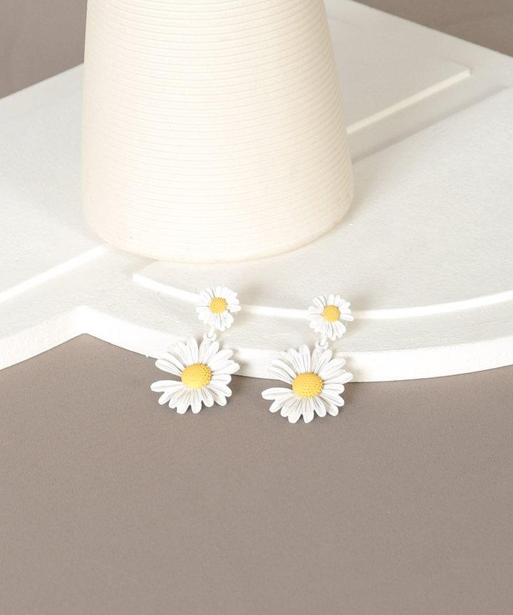 Elfin Daisy Earrings - White (Backorder)