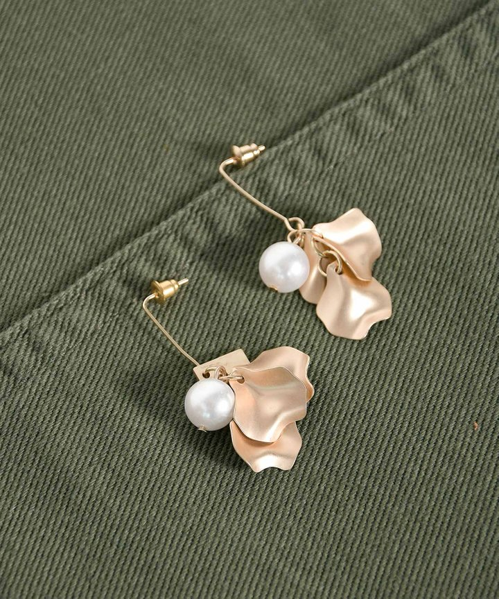 Ajaccio Pearl Petal Earrings